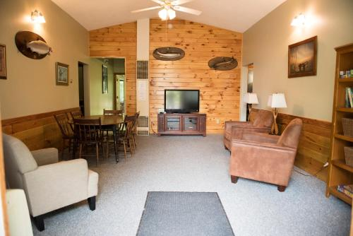 Feeder Creek Lodge