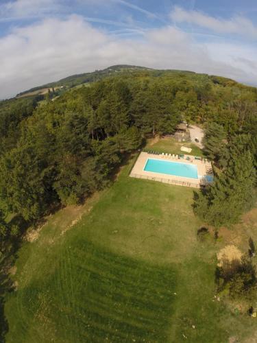 Vue panoramique sur l'établissement Safari Lodge du Grand Bois