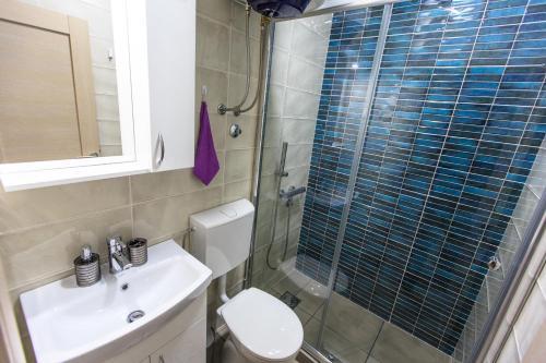 A bathroom at Apartments Aleksić