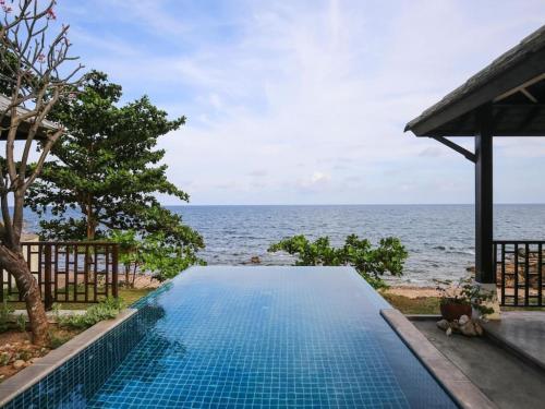 4 Bedroom Beachfront Villa at Kanda Choeng Mon