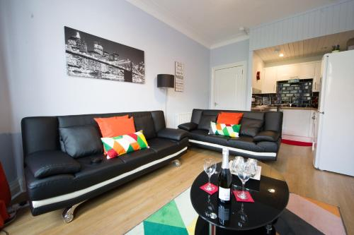 A seating area at HLS - Crathie View Apartment