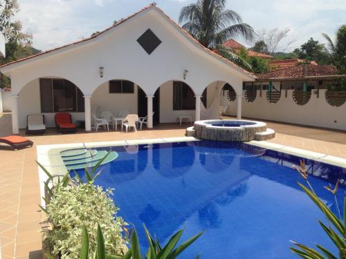Villa Linda Melgar