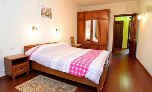 Кровать или кровати в номере Apartments on the Artyoma Street 102