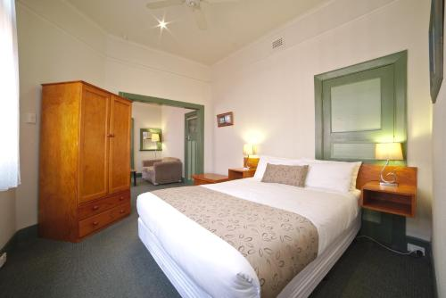 A bed or beds in a room at Ballarat Station Apartments