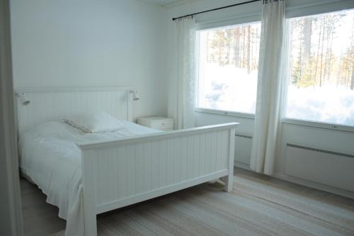 A bed or beds in a room at Kuurala apartment