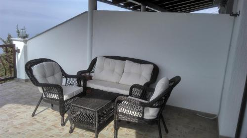 A seating area at Delfin Apartments