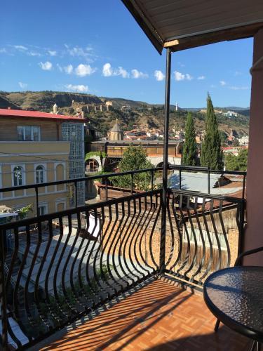 A balcony or terrace at Hotel Old Villa Metekhi