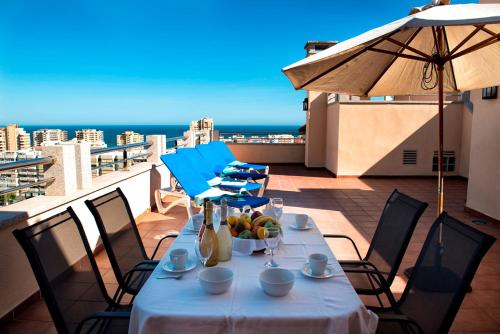 Een restaurant of ander eetgelegenheid bij Apartamentos Mediterráneo Real