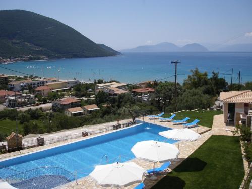 Widok na basen w obiekcie Katerina Lefkada lub jego pobliżu
