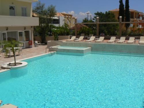 Πισίνα στο ή κοντά στο Happyland Hotel Apartments