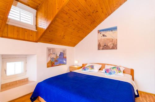 A bed or beds in a room at Apartments Peppino - Old Town