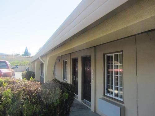 El Rancho Inn & Suites