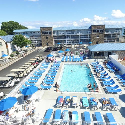 Put-in-Bay Condos 702 Pool View Sleeps 8