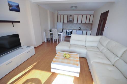 A seating area at Apartments Maini