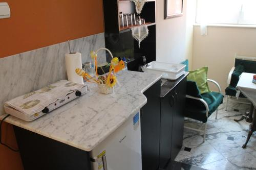 A kitchen or kitchenette at Royal Apartments