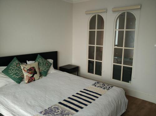Dwelling Narrowness Aparthotel