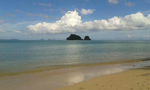 Lom' Lae Beach Resort