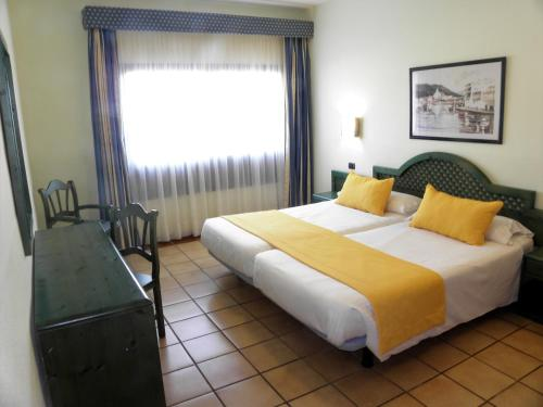 A bed or beds in a room at HD Pueblo Marinero - Adults Only