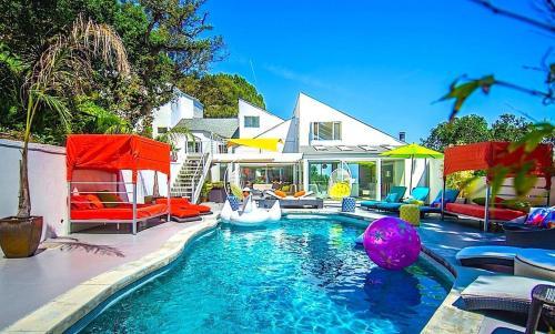 Chic, Modern Estate Hidden Down Private Lane, Beverly Hills - Paradise Lane