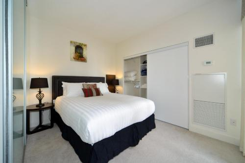 A bed or beds in a room at Executive Furnished Properties North York