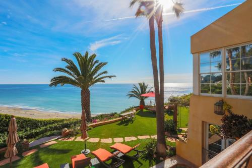 Oceanfront Malibu Estate w/ 2 Guesthouses