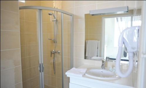 Salle de bains dans l'établissement Aux Jardins de L'Isle