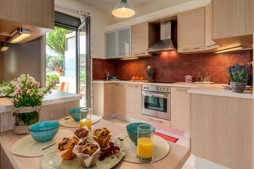 Chryssi myHome.10metres from the beach