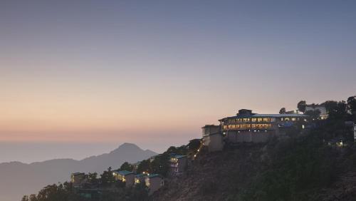 Mussoorie - Dancing Leaves 'A Sterling Resort'