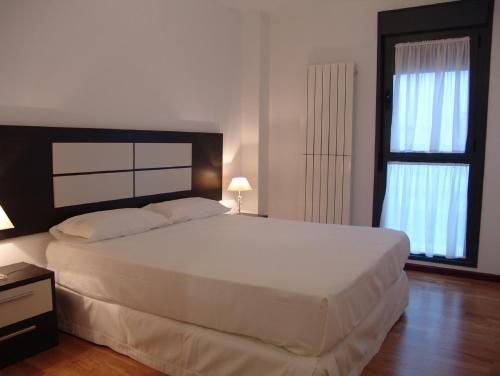 A bed or beds in a room at Apartamento Golf Rioja Alta