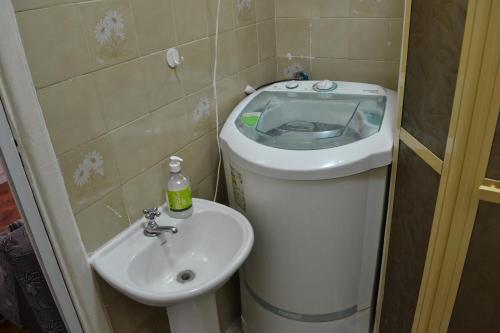 A bathroom at Studio Copacabana