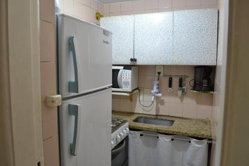 A kitchen or kitchenette at Studio Copacabana