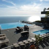 Grande piscine à débordement, vue mer