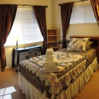 Room C in Lge Executive 4-BR House Near Beaches-Kapolei