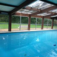 Maison dans domaine avec piscine