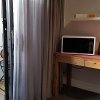 Brightwater Room for Rent on the Sunshine Coast