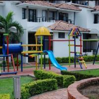 Casa con piscina en conjunto 004