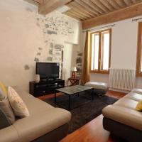 Dans la vieille ville d'Annecy, 60 m2 pour 2