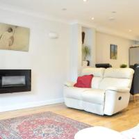 Fantastic, Spacious, Modern 2 Bed 2 Storey House