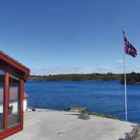 Four-Bedroom Holiday home with Sea View in Røyksund