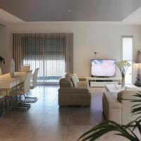 Four-Bedroom Holiday Home in Rochefort du Gard