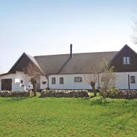 Three-Bedroom Holiday home with a Fireplace in Hammenhög