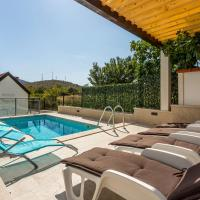 House Luce with pool