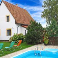 3-Bedroom Holiday home with Pool in Dubovice/Mähren 1475