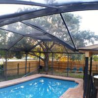 Sarasota pool home in wonderful neighborhood