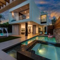 Beverly Hills/WEHO Mansion Heated Pool & Jacuzzi with deck on rooftop