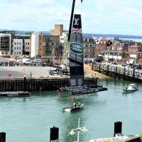 Large Luxurious Gunwharf Apartment