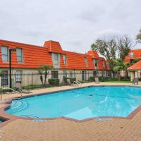 Clean Comfortable & Spacious Apt Central Location Many Amenities Pool