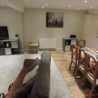 4 Bed Farnborough Air Accommodation