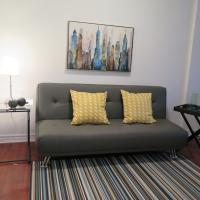 Cozy, Clean Apartment in the heart of Rosemont