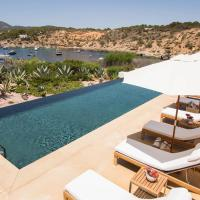 Huge Villa with private beach and pool